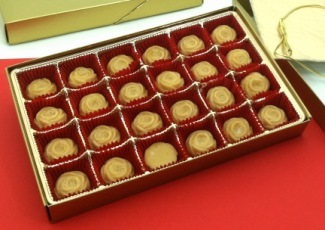 GOLD 24-piece Pure Maple Sugar Candy Roses Gift Box